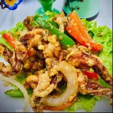 Cuisse de grenouille frité poivre et sel à l'ail