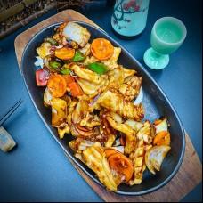 Calamar au haricot noir et légumes